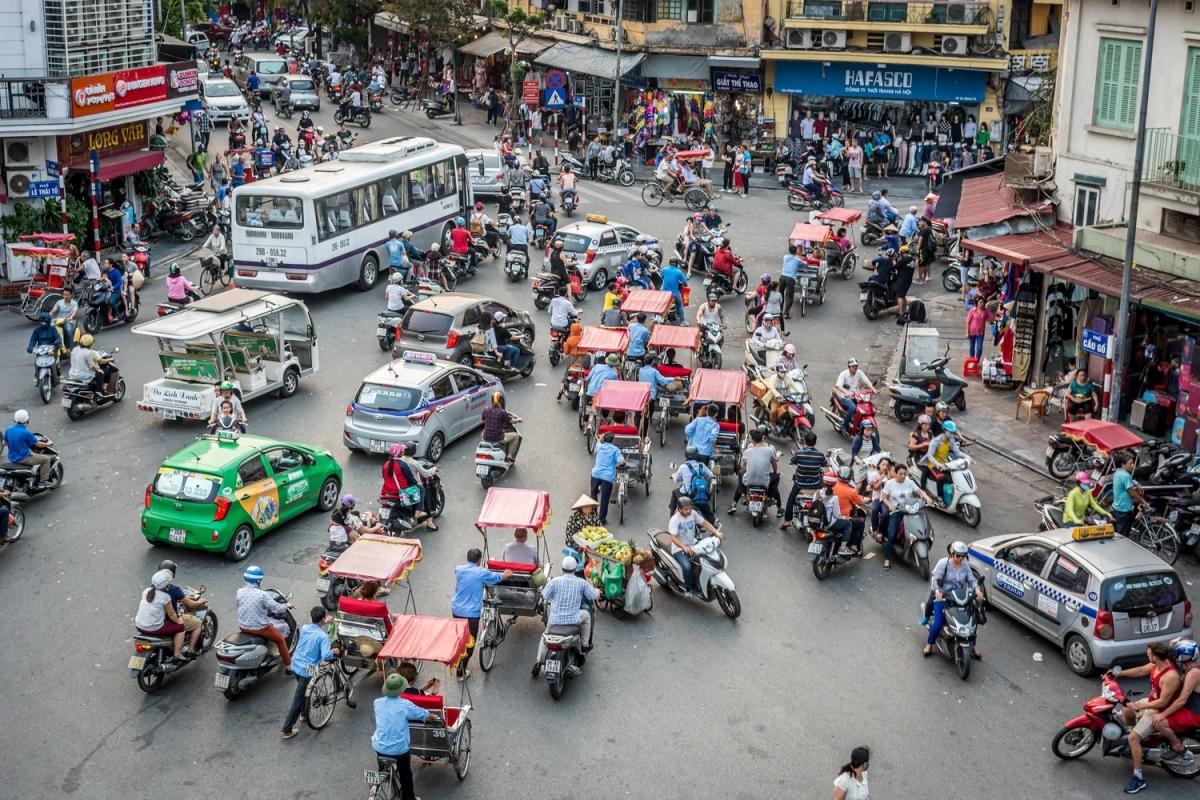 Người Việt thông minh, sáng tạo hay khôn vặt, láu cá?